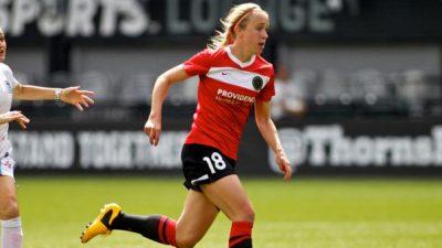 Jessica Shufelt running on the soccer field.